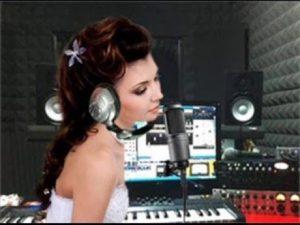 להקליט שיר קאבר של השיר האהוב עליך באולפן הקלטות מקצועי