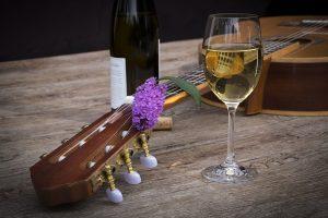 מה לא מומלץ לשתות לפני שירה